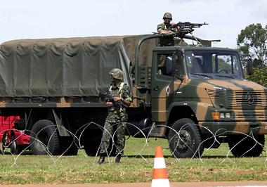 Exército cancela licitação de R$ 731 mil para compra de bonecos e kit churrasco